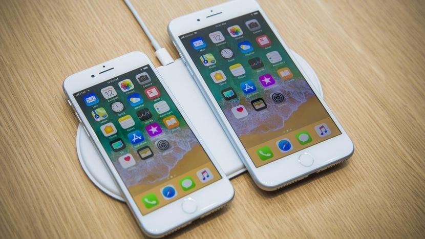 iPhone 8 och 8 Plus laddas